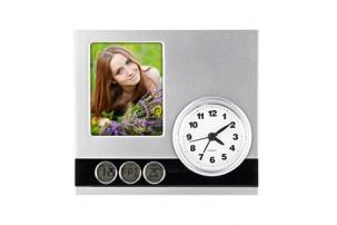 Часы с датой, термометром и рамкой для фотографии 6х9 см
